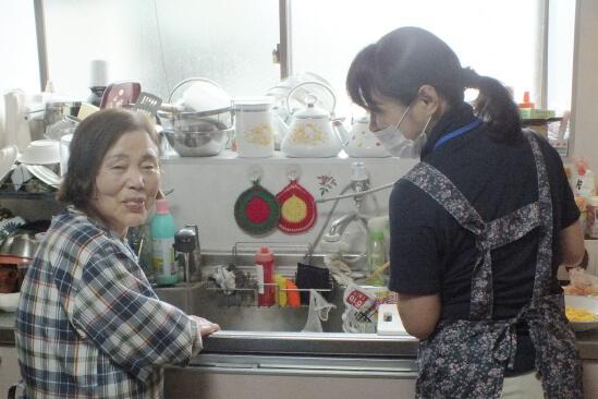 食事の準備・掃除・洗濯など、日常生活の援助ができます。